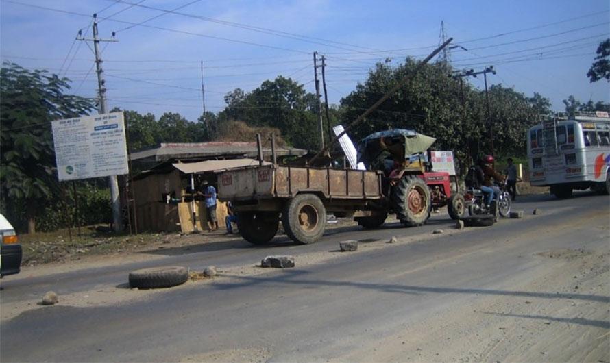 नारायणगढ–मुग्लिन सडक प्रयोग गर्नेसँग उपभोग दस्तुर असुल्ने,कर उठाउन सरकारको टोलेगुण्डा शैलीः सिटाैला