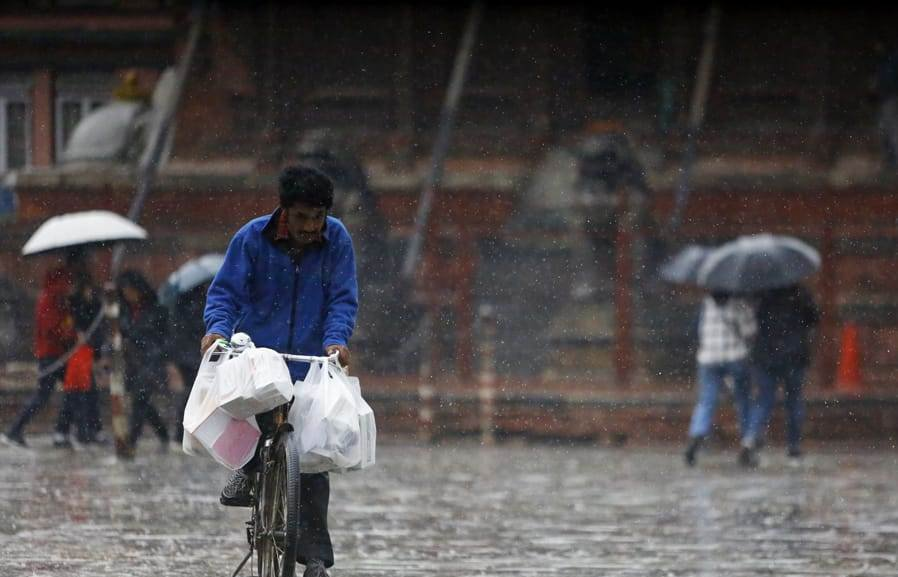 तीन दिन भारी वर्षा हुने