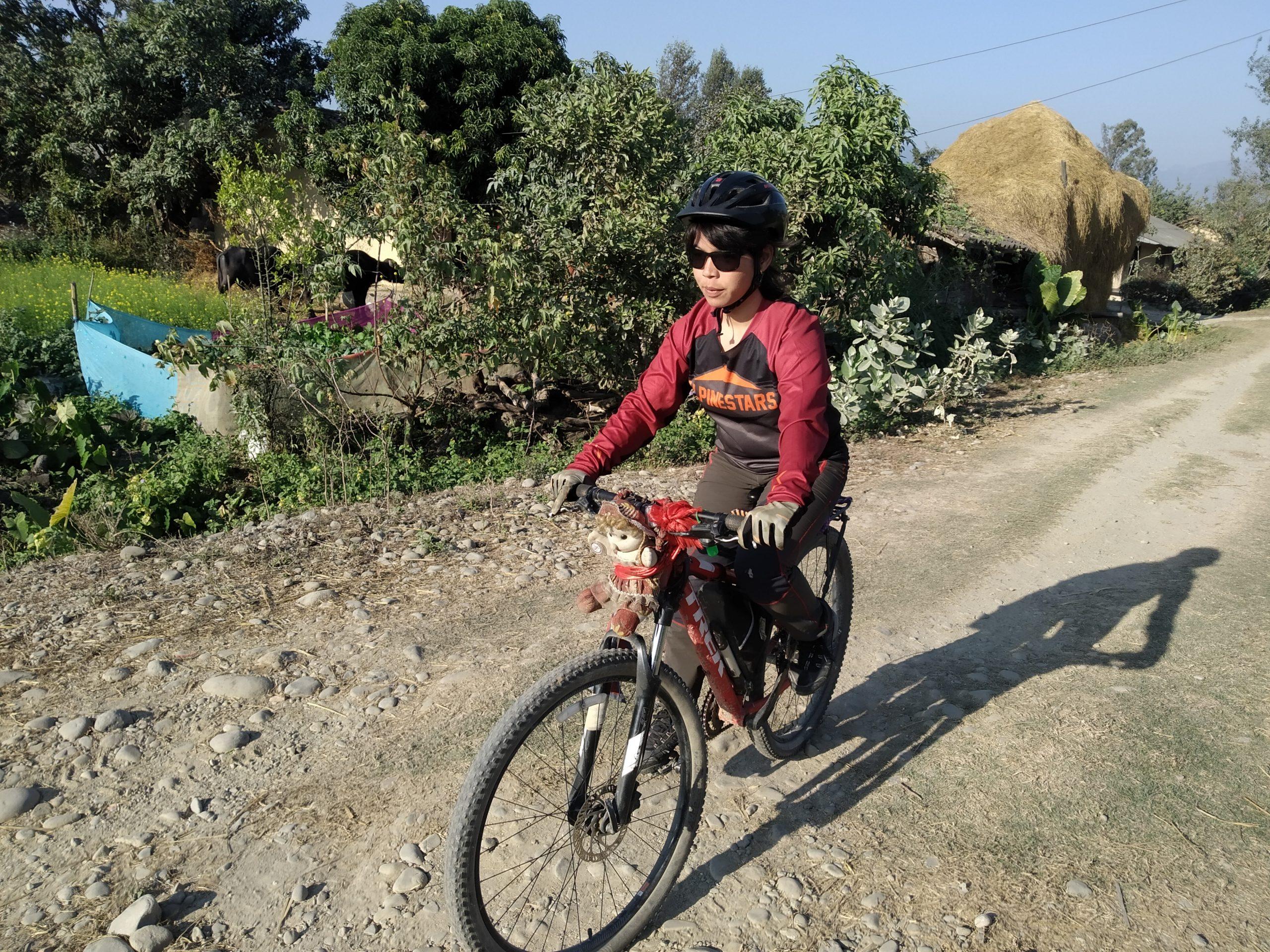 महिला सशक्तिकरणको लागि श्वेताको साइकल यात्रा