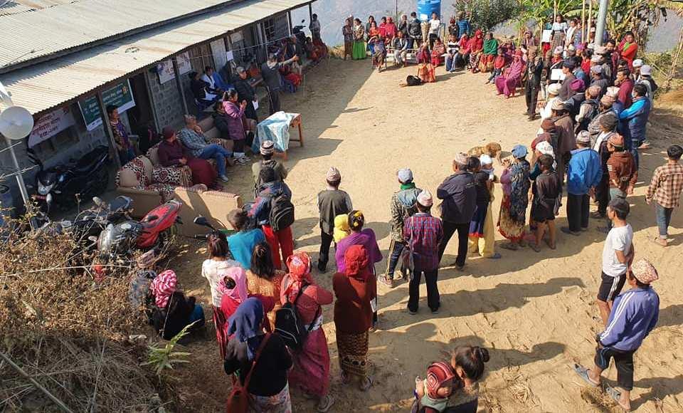 हलेसी तुवाचुङमा ९५० परिवारलाई खाद्यान्न