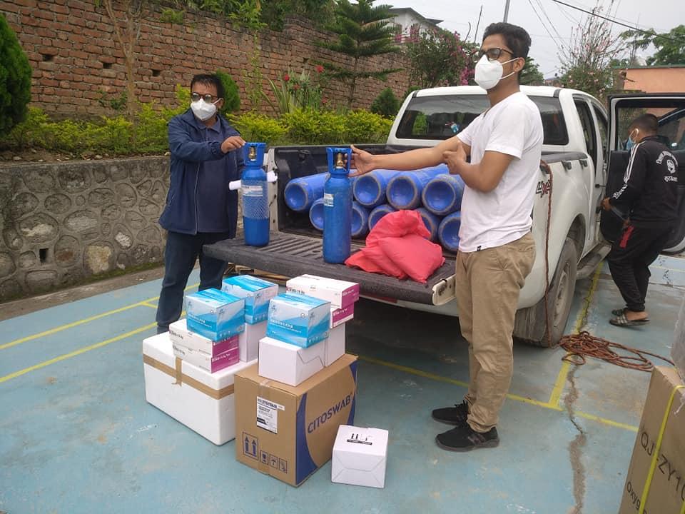 सांसद राईले धनकुटा पुर्याए २५ लाखभन्दा बढीको स्वास्थ्य सामग्री, जिल्ला अस्पताललाई ती सामग्री हस्तान्तरण