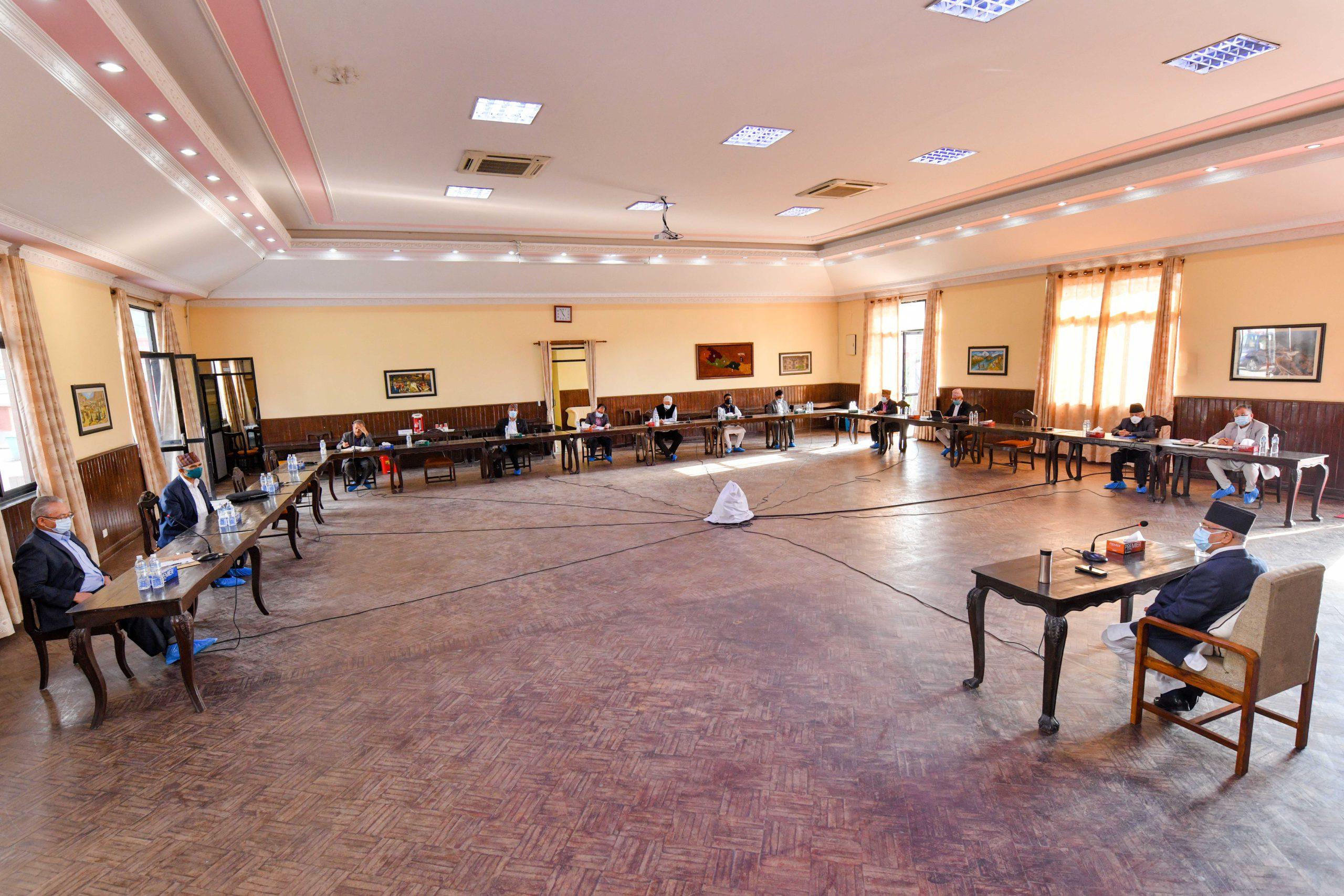 एमाले स्थायी कमिटी बैठकले नेता माधव नेपाल र झलनाथ खनालसहित ११ जनालाई साधारण सदस्यबाट निष्कासित गर्ने निर्णय, १२ जना स्पष्टीकरण सोध्यो