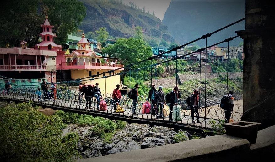 निषेद्याज्ञाले भारतमा रोकिएका चार हजार ६२६ जना नेपाली झुलाघाट नाकाबाट फर्किए
